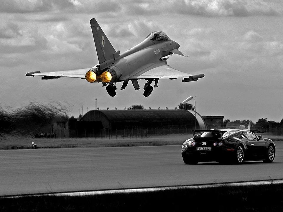 Bugatti vs Jet